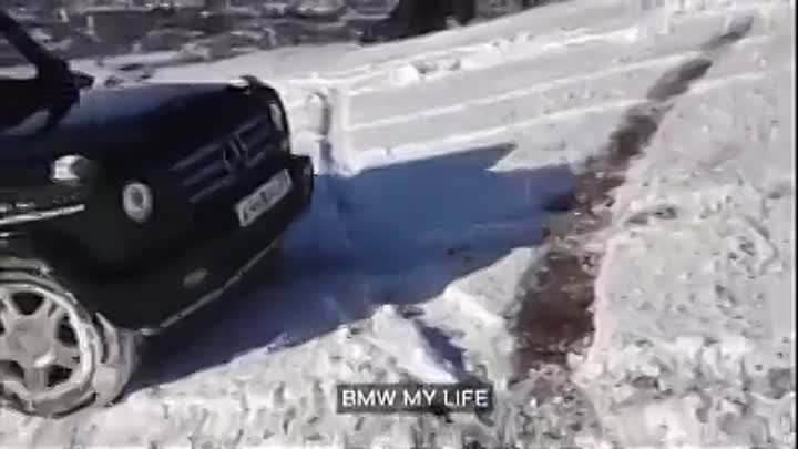 BMW 7 SERIES vs Mercedes-Benz G500 Winter Off Road