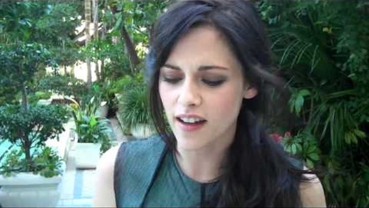 Kristen Stewart talks how sweet Rob was with the babies during filming & Mackenzie Foy