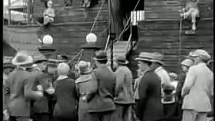 Charlie Chaplin in The Circus - YouTube