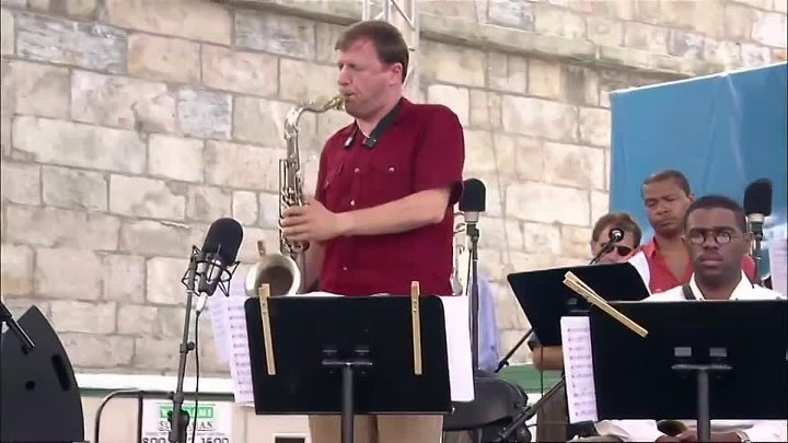 Dave Holland Big Band - Newport Jazz Festival (2005) 01. Monterey Suite (1st Movement) 02. Blues For C.M. 03. Upswing 04. Last Minute Man 05. Ario Musicians: Dave Holland (Bass) Antonio Hart & Mark Gross (Alto sax) Chris Potter (Tenor sax) Gary Smulyan (Baritone sax) Steve Nelson (Vibes, marimba) Taylor Haskins, Duane Eubanks & Alex Sipiagin (Trumpet) Robin Eubanks, Jonathan Arons, Josh Roseman (Trombone) Nate Smith (Drums)