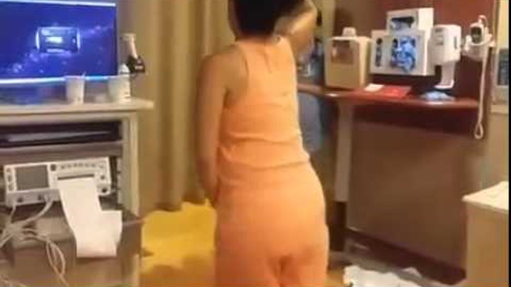 Woman dances during labor to alleviate pain, does 'Tootsie Roll' to entertain nurses