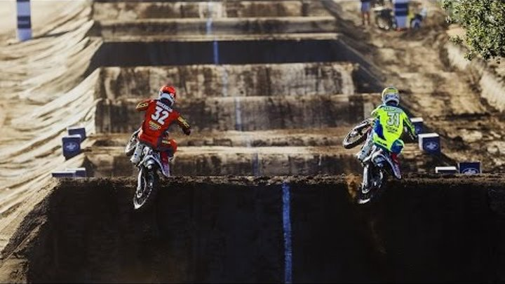 1v1 Racing on an Unwound Supercross Track - Red Bull Straight Rhythm 2015