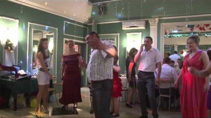 Танц-пол горит, штакет дымит девушки знают, кто тут залип руку в небо, ноги в пляс!