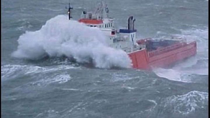 TOP 10 MOST SHOCKING SHIPS IN STORM-Best all time II Monster Waves of The Sea!