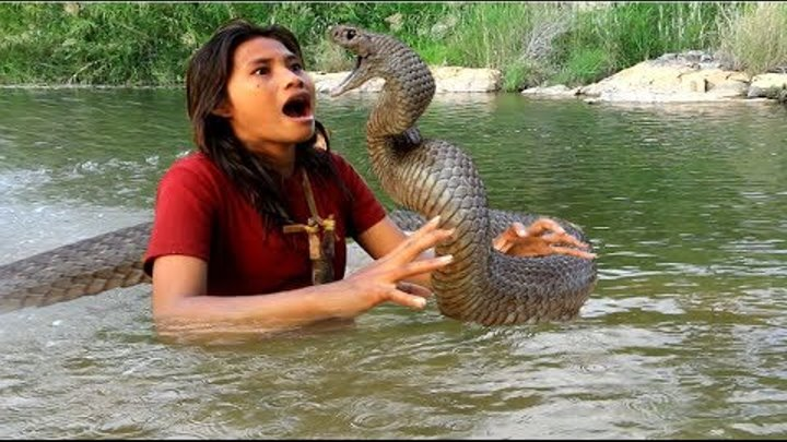 Survival skills -find food catched snake in the river - cooking eating delicious 68