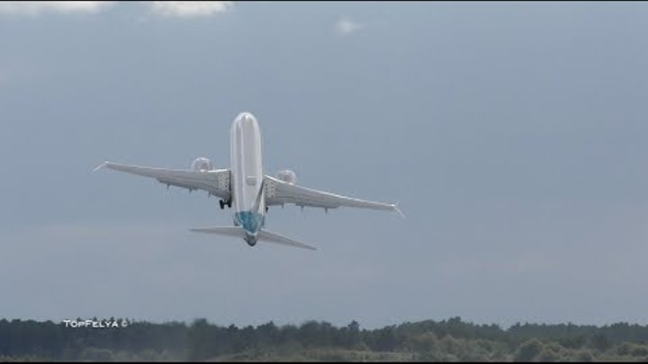 You Wont Believe what Boeing 737 MAX did at air show Steep takeoff and Zero Gravity