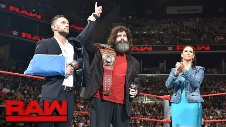 Finn Bálor relinquishes the WWE Universal Championship: Raw, Aug. 22, 2016