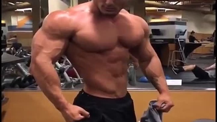 Jeremy Buendia Gained Some Serious Mass in the Off Season for 2016 Mr Olympia Physique