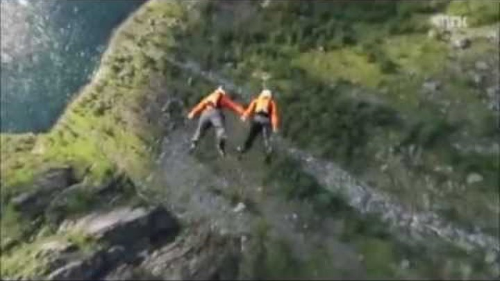 Base Jumping Extreme with Vince Reffet & Fred Fugen (Soul Flyers) in Norway - Insane!