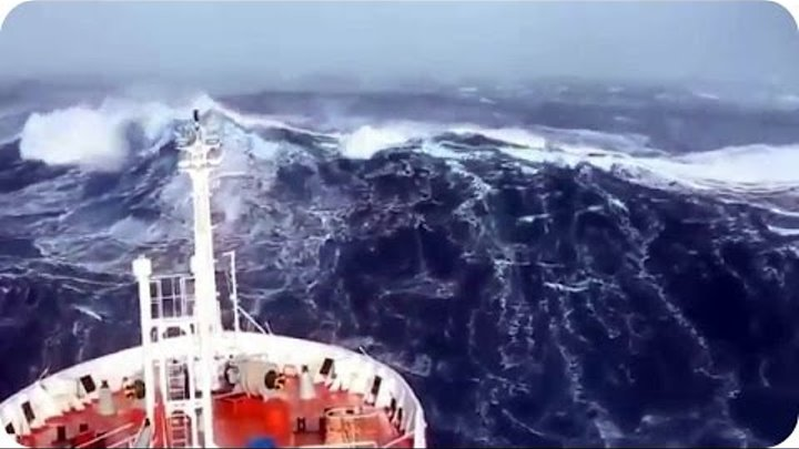 SHIPS IN STORM INCREDIBLE FOOTAGE - Monster Waves of The Sea
