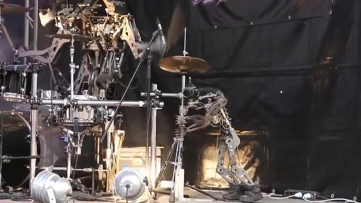 Robot Band Compressorhead vibin' Black Sabbath's 'Iron Man'
