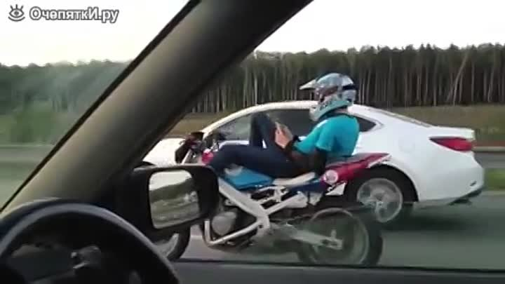 Riding a motorcycle without hands/Езда без рук на мотоцикле