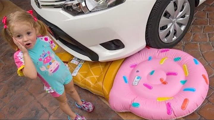 Маша и Медведь раздавили Игрушки Bad Baby Masha and the Bear crushes toys under car Funny kids Video
