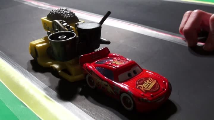 Disney Pixar Cars , 100 and 2 Ways to Crash Chapter 2 with Screaming Banshee and Lightning McQueen