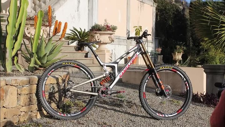 Greg Minnaar is Riding a Prototype Santa Cruz 29er DH Bike!