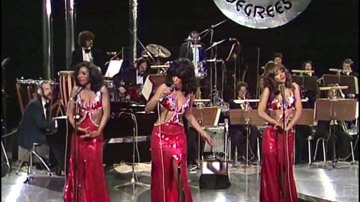 The Three Degrees Live