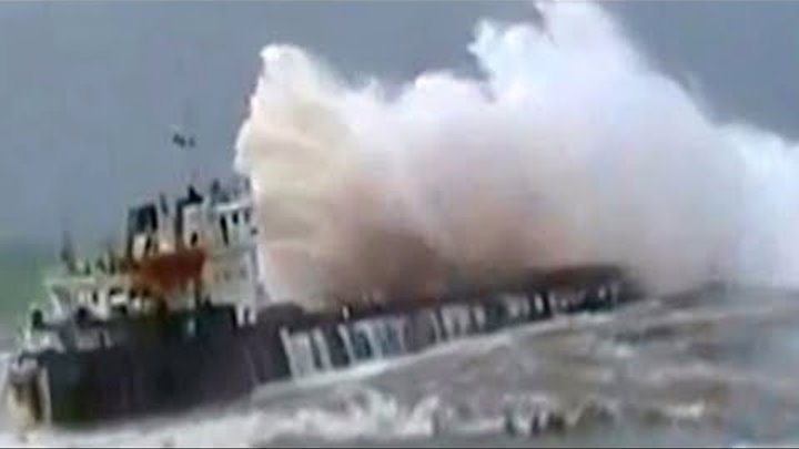 TOP 25 TOP SHIPS IN STORM! Extreme Moments at Sea, Monster Waves, Inside a Cruise in Heavy Storm!!