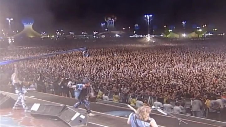 05. Iron Maiden - Rock In Rio III - Two Minutes To Midnight