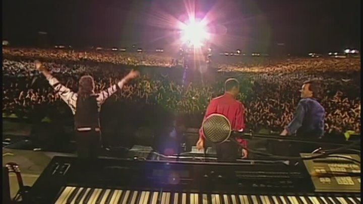 Paul McCartney ; - Can't Buy Me Love ; - The Best British Rock Concert Of All Time: Live At Knebworth. BDRip 1080p. by zaza
