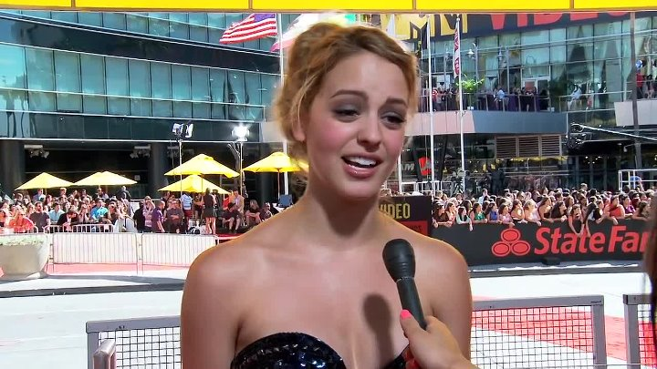 Gage Golightly 2012 MTV VMAs Interview