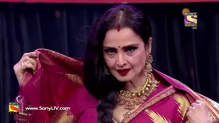 Rekha Makes The Judges Dance On Her song (2017)