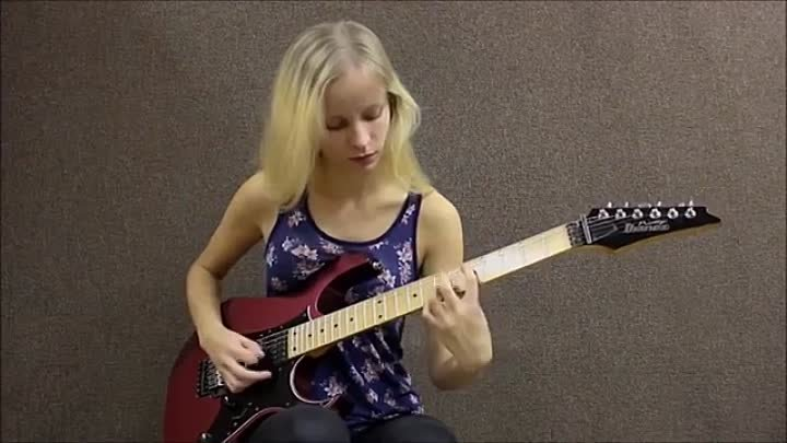 2 Female Guitarists Shred Off! - Laura Lace