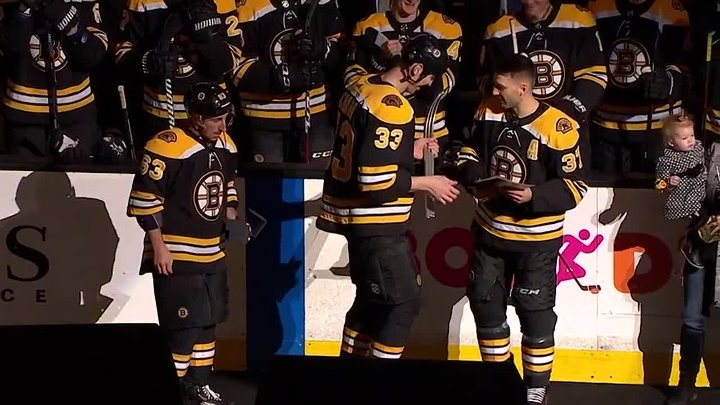 The ceremony of the 1,000 th game Patrice Bergeron In NHL
