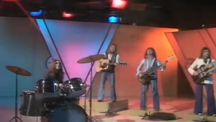 Smokie - I'll Meet You At Midnight (BBC Basil Brush Show 09.10.1976) (VOD) (1)