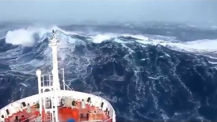 SHIPS IN STORM Horrible FOOTAGE