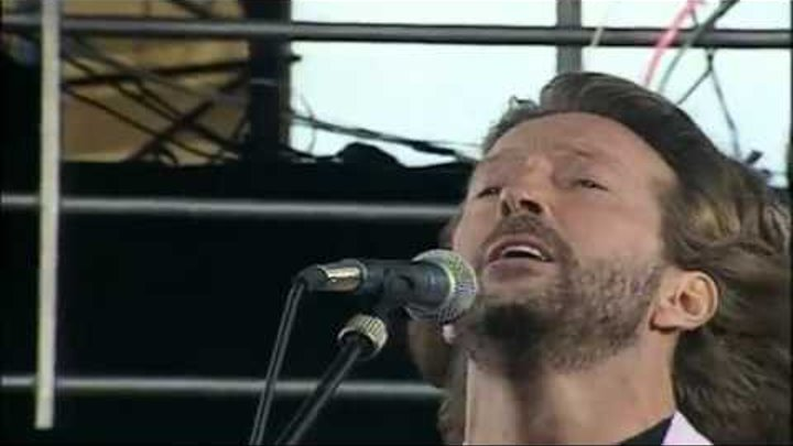 Eric Clapton - Before You Accuse Me (Knebworth 1990) In 1:59 broke a guitar string.mp4