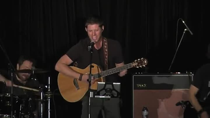 Jensen Ackles sings Lynyrd Skynyrd's Simple Man, at Supernatural VanCon 2015