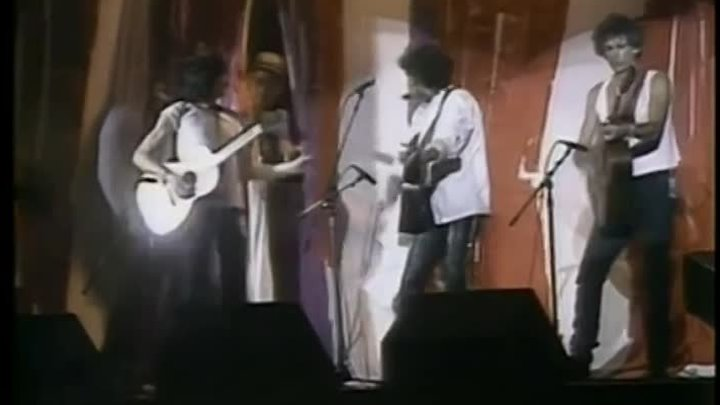 Bob Dylan , Keith Richards & Ronnie Wood - Blowin In The Wind (Live 1985)