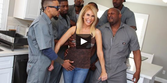 Amateur American Cuckold Wife Gets Gangbanged At. - XVideos