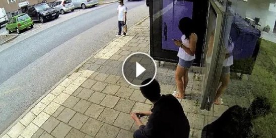 трахает случайно на остановке видео порно онлайн