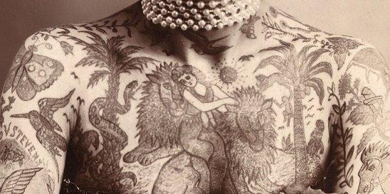 Картинки по запросу Ну всё, забились. На чету Вагнеров, которая прославилась в начале XX века, современники смотрели с неподдельным интересом: жена работала в цирке – у Мод была роль женщины-змеи, а вот Гус удивлял обывателей полностью зататуированным телом. Картинки