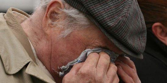 Женщина обокрала 80-летнего курянина