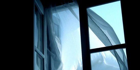 На Волокно пенсионерка выпала из окна 4-го этажа